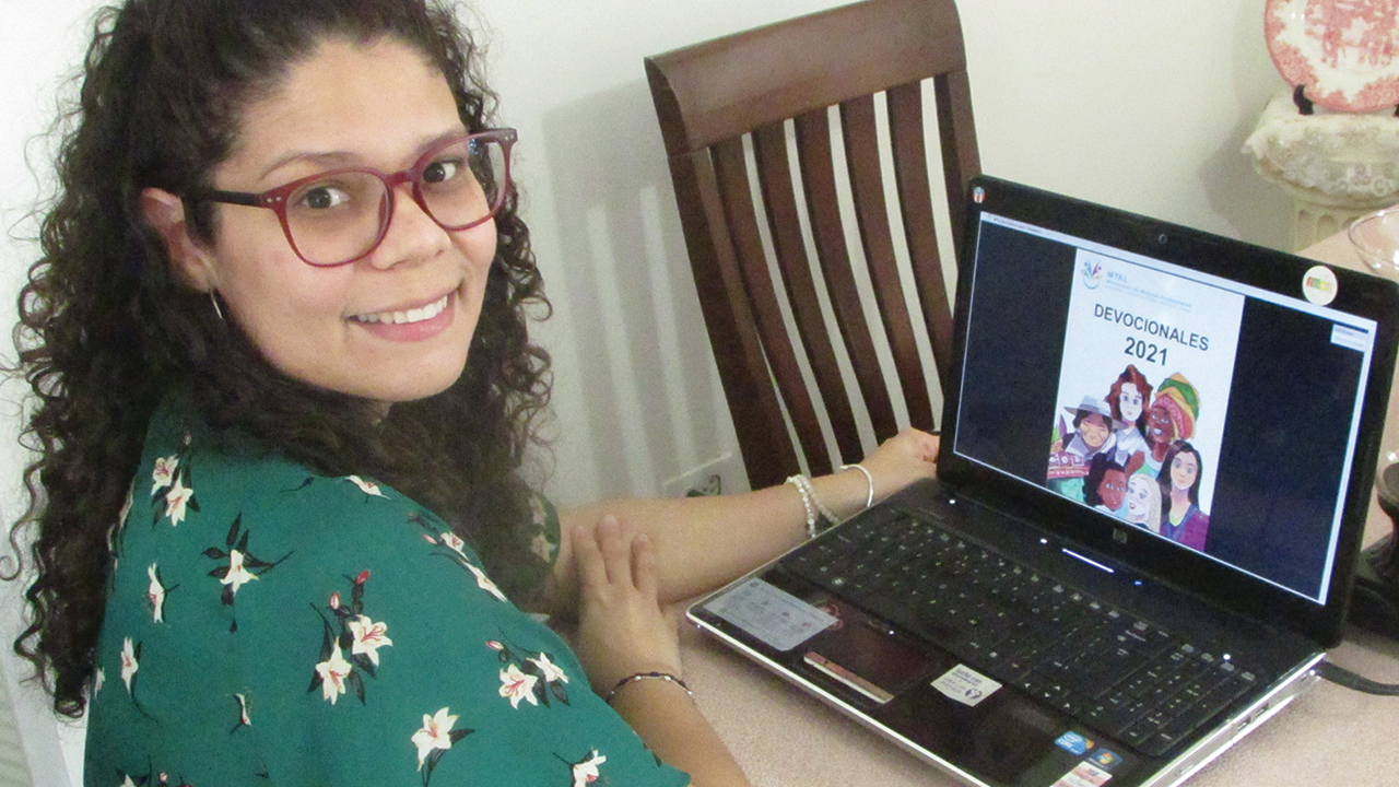 Lyneska Fernández of Aibonito, Puerto Rico, recorded a daily message to be sent by WhatsApp to women's groups, encouraging them to read the devotional for the day and pray for the writer. Fernández was part of the editorial team that worked with each devotional. — Josué Cruz Soto/MMN