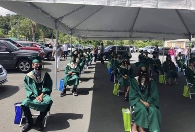 Estudiantes del 8vo grado del 2020 en su graduación