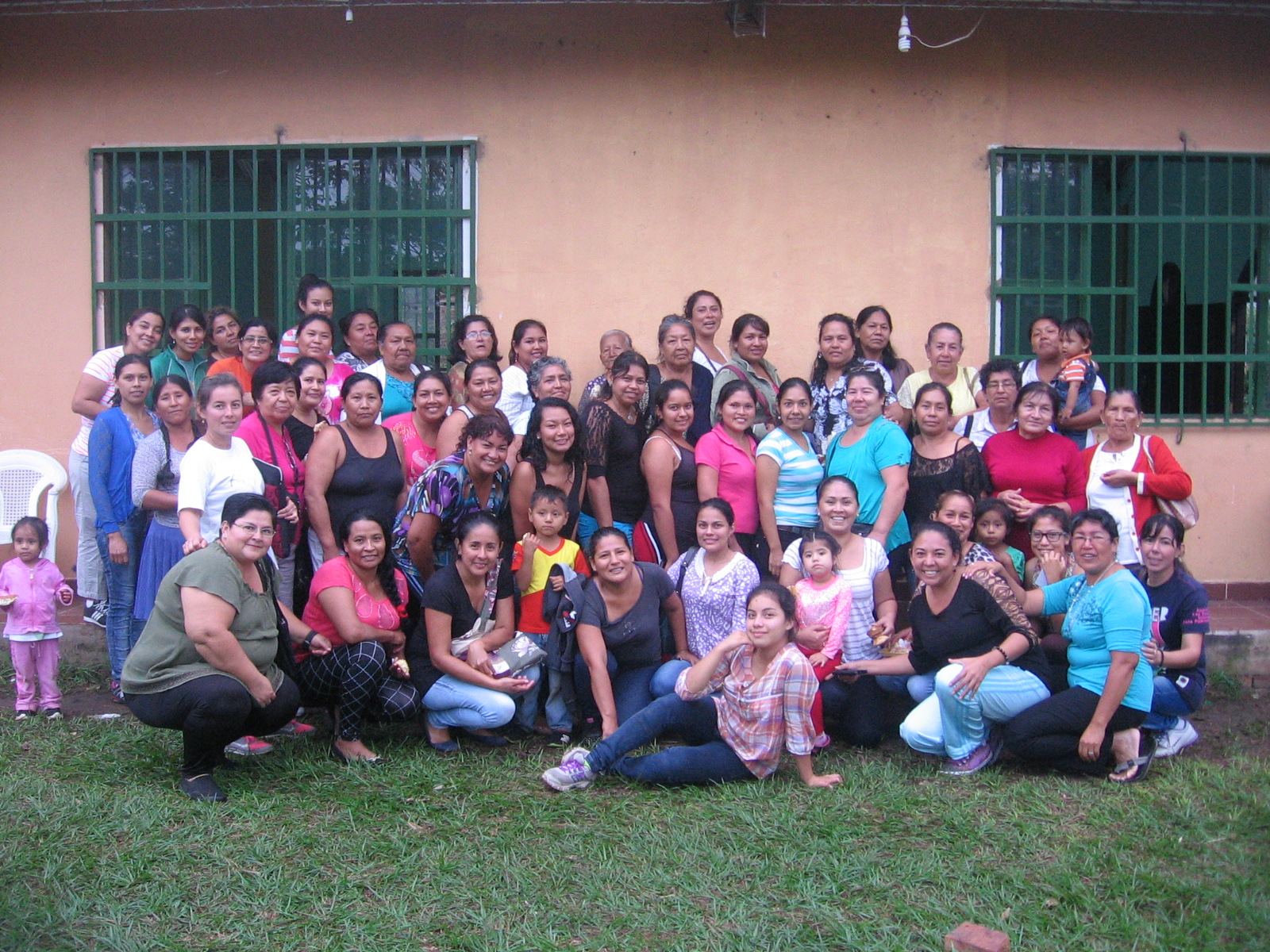 Retiro de mujeres de las iglesias menonitas en Bolivia.