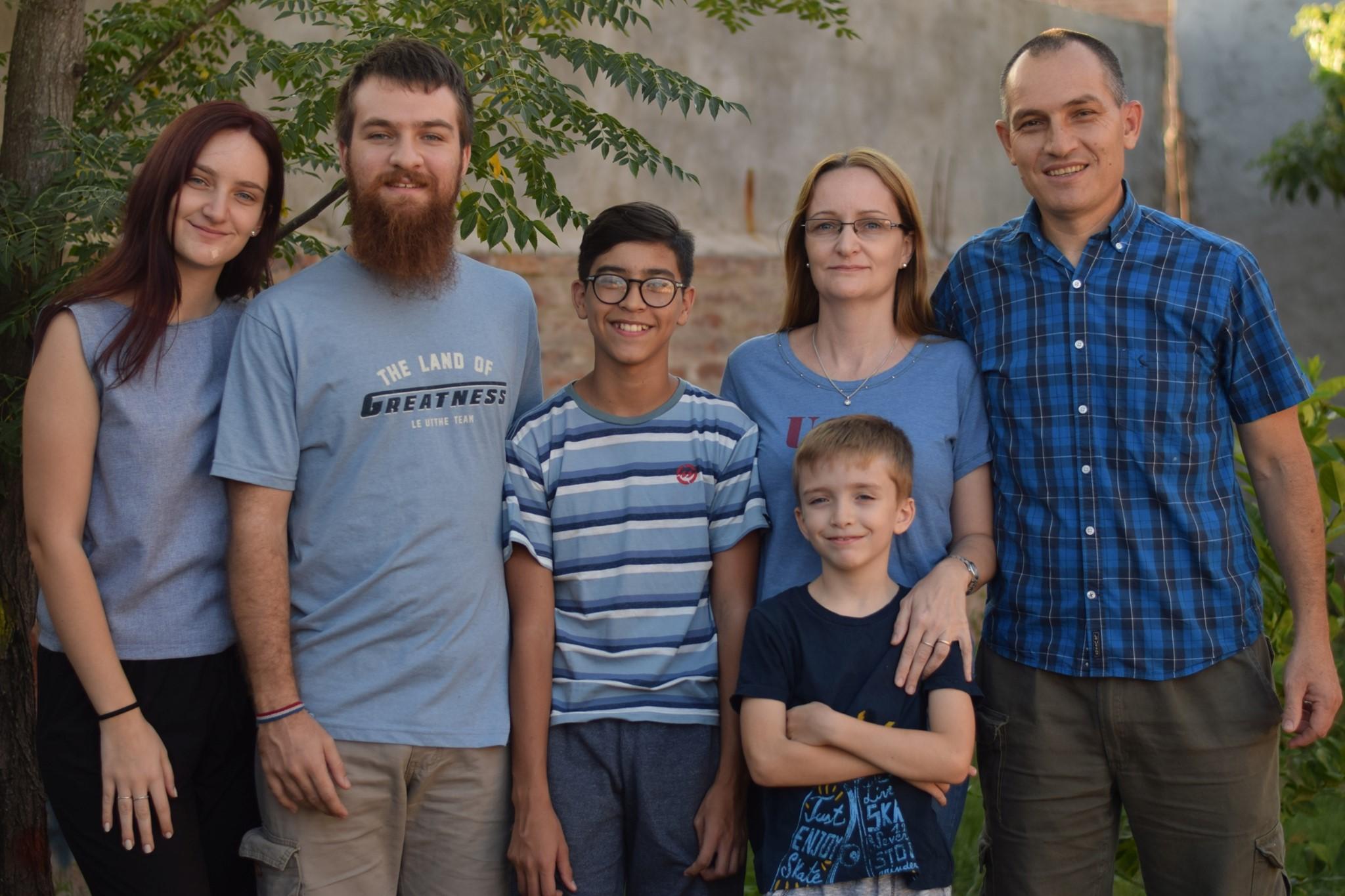 Alfonsina y José Oyanguren con su hija Emilia y sus hijos Felipe, Tomás y Juan.